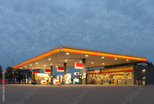 gas station - 37607410