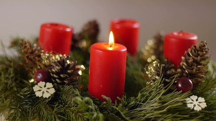 Revolving advent wreath with igniting candles, medium speed