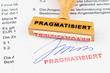 Holzstempel auf Dokument: Pragmatisiert