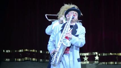 circo, pagliacci, sax e trombone