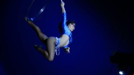 circo, un'acrobata