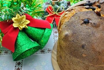 Decorazioni natalizie e panettone