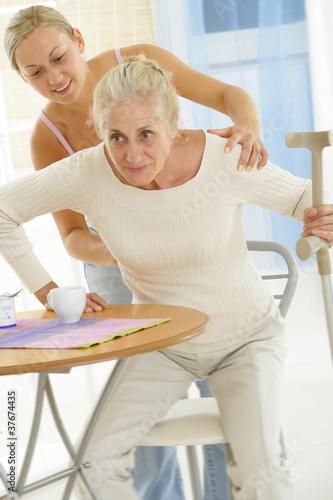 Photo : aide à la personne - troisième âge