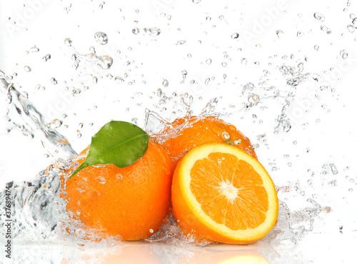 Orange fruits and Splashing water © Lukas Gojda