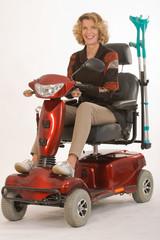 Behinderte ältere Frau
