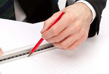 Disegno con matita e righello