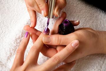 Smalto sulle unghie delle mani