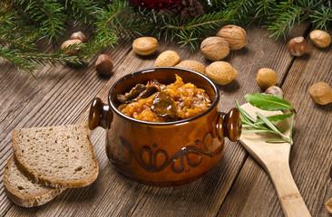 Sauerkraut mit geräuchertem Fleisch
