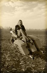 donna con moto