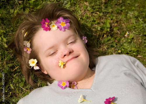 Girl resting in the grass / fille se reposant dans l'herbe.