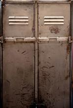 Stare metalowe szafki