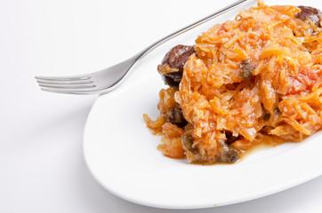 Sauerkraut auf polnische art mit geräuchertem Fleisch