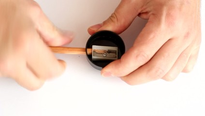To sharpen a pencil with a pointed end . HD H.264