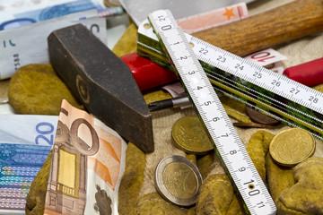 Euros und Werkzeug