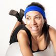 Frau auf Gymnastikball