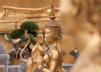 Figuren im Königspalast