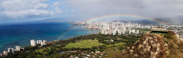 Panorama von Honolulu mit Regenbogen
