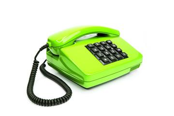 Klassisches grünes Telefon aus den Achtzigern, isoliert auf weiß
