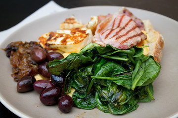 Scrambled eggs, spinach, haloumi, ham, olives and onions