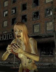 Zombiefrau vor einem alten Hotel