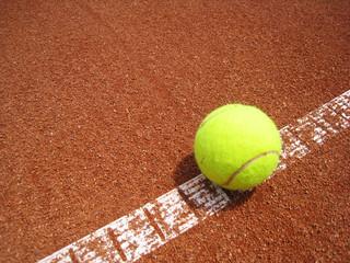 Tennisplatz Linie 21 mit Ball