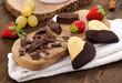 Cioccolato, biscotti e frutta