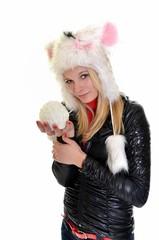 fille avec boule de neige