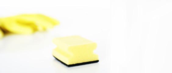 Schwamm und Gummihandschuhe