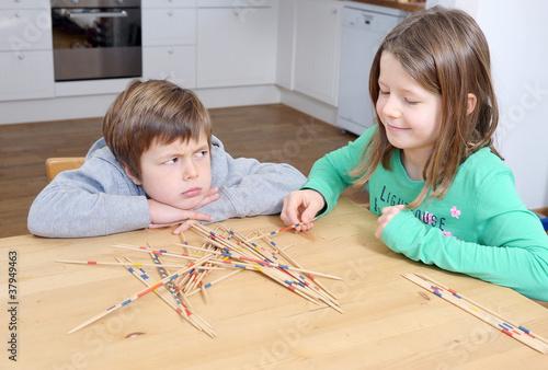 Junge ärgert sich beim Spiel