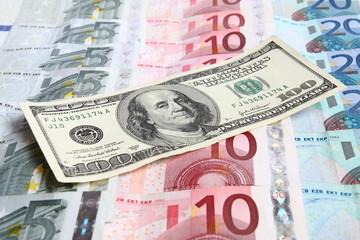 one hundred dollars against the euro money