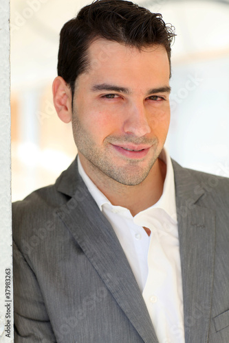 quot homme moderne d 233 contract 233 quot photo libre de droits sur la banque d images fotolia