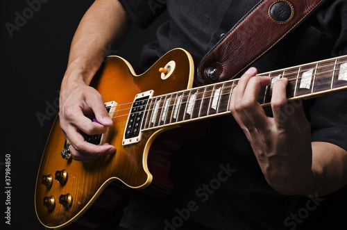 Leinwanddruck Bild Man with guitar
