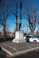 novara - statua di Costantino Perazzi