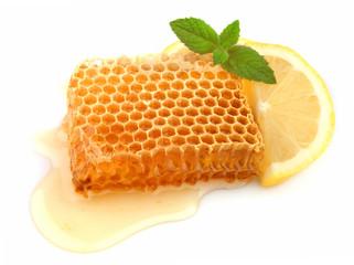 Honey honeycombs with lemon