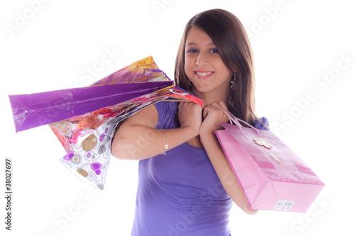 jeune femme qui fait du shooping