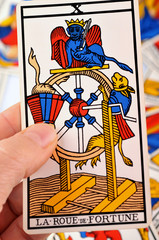 La roue de fortune en main