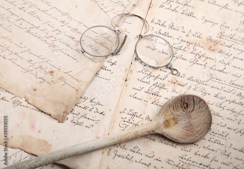 Kochbuch mit Löffel und Brille