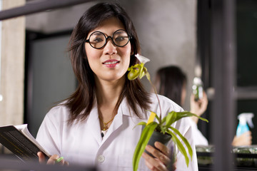 two scientists working in lab about growing plant.