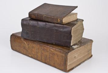 antiker Bücherstapel