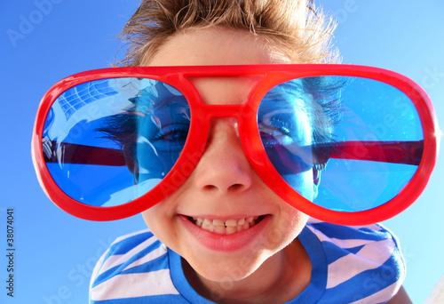 Kind mit Brille - 38074041