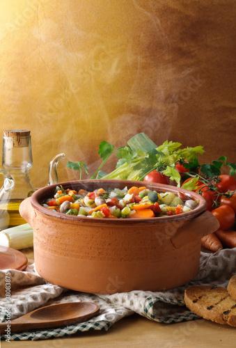 Minestrone di verdure fumante