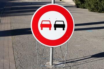 Panneau mobile d'interdiction de dépasser