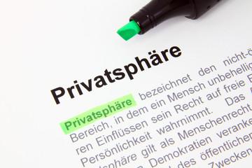 Privatsphäre-Definition unterstrichen mit grünem Marker