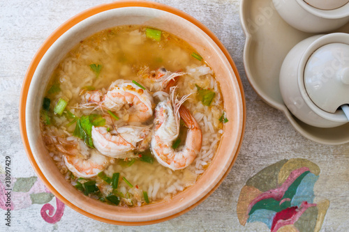 THAI RICE SOUP WITH SHRIMP