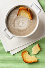 Mushroom cream soup with toasts