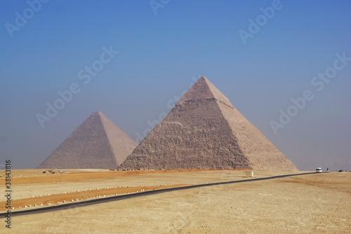 Papiers peints Egypte Две египетские пирамиды в утреннем тумане. Гиза, Египет