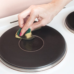 cleaning electric stove