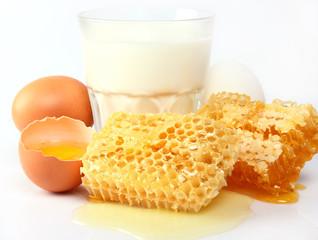 Milk with honeycombs