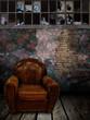 intérieur grunge avec fauteuil vintage
