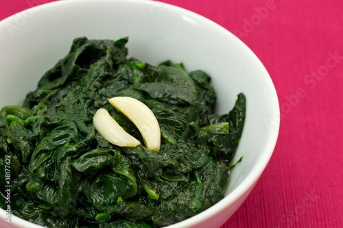 Spinaci crudi cotti Spinach